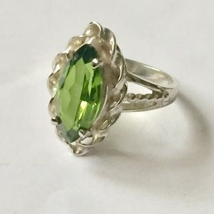 Vintage sterling silver green peridot ring